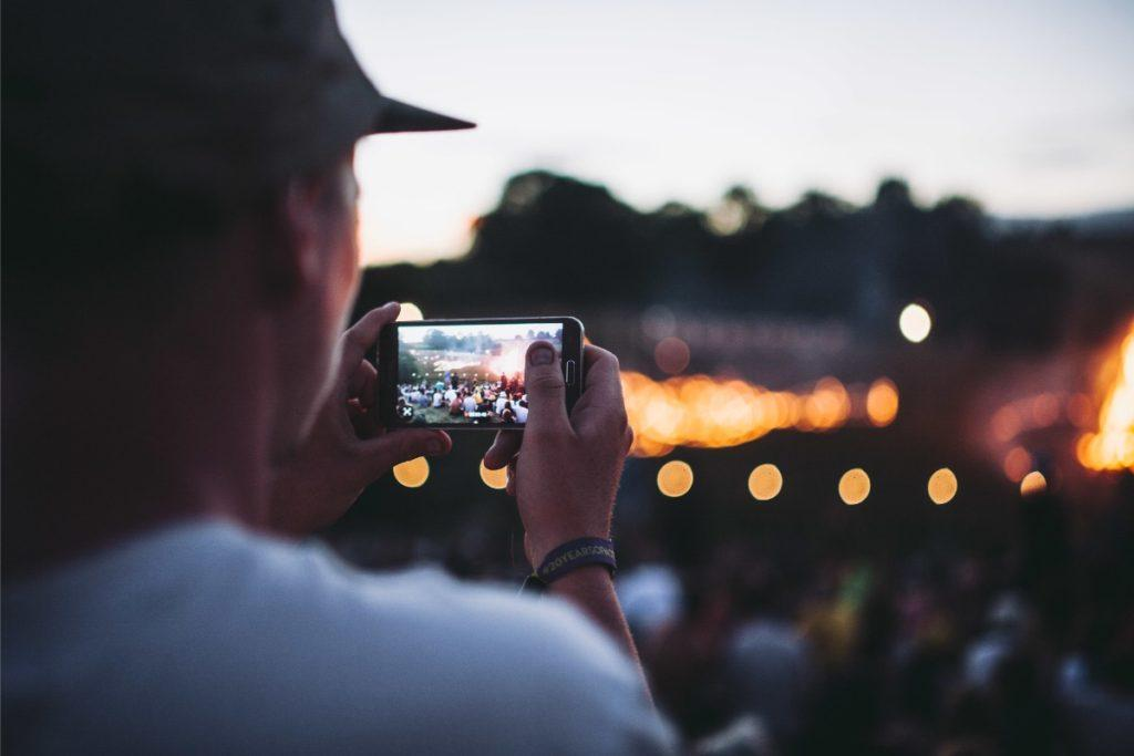 Filming Nozstock with a phone